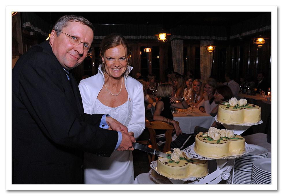 Auf der Tanzfläche herrschte Hochbetrieb, die bestens gelaunte Braut ...